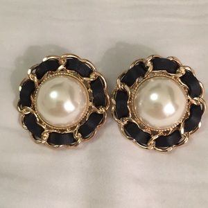 Beautiful pearl like stone earrings!